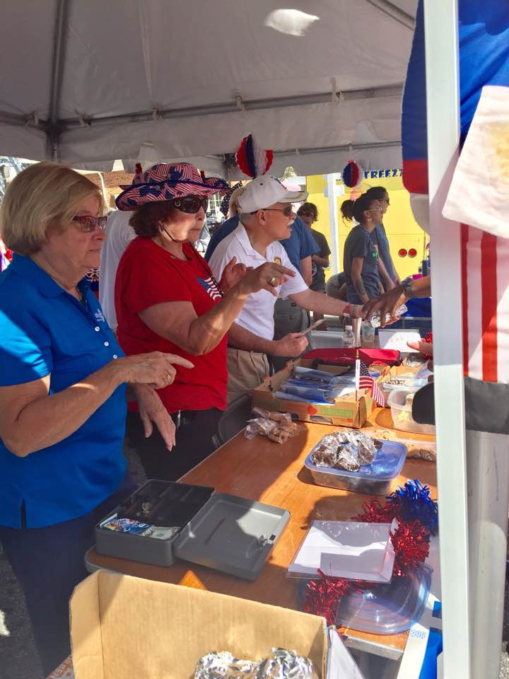 Dunwoody Rotarians Tina Philpot, Louise Barden and George Stewart selling hot dogs